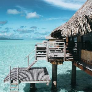 "Chiropractor Becomes ""Smart Luxury"" Travel Blogger"